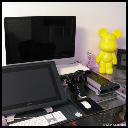 bureau et matériel graphiste illustrateur